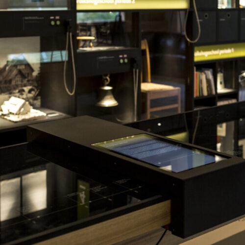 interactieve-tafel-tentoonstelling-blooming-hotel